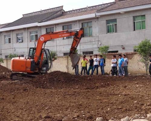 挖掘机实践操作